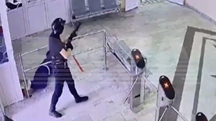 (VIDEO) MOMENTUL atacului din Permi. Atacatorul ar fi tras 30 de focuri