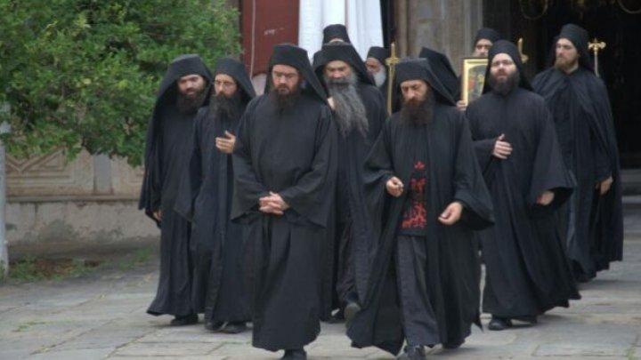 Focar de COVID-19 pe Muntele Athos. Peste 1.000 de călugări infectați cu noul virus