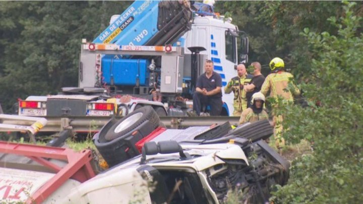 Accident pe centura Bruxelles-ului: Un camion care transporta o substanță toxică s-a răsturnat