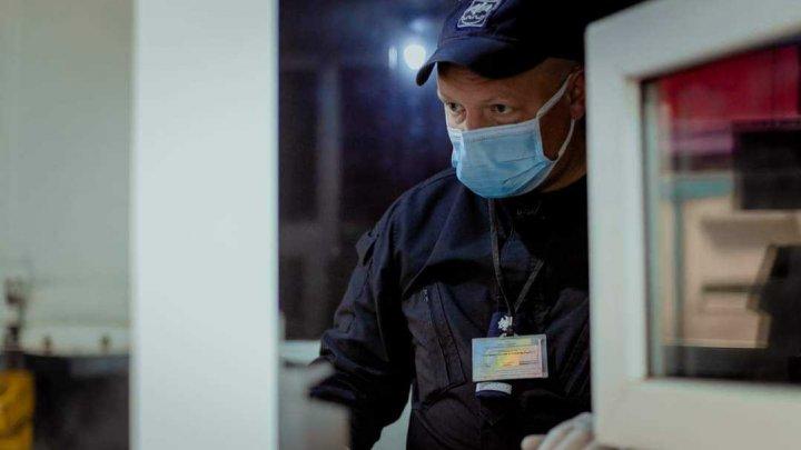 Un moldovean a vrut să intre în ţară cu un certificat fals de imunizare cu vaccinul Johnson