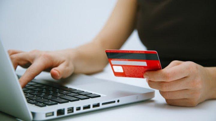 S-au dat drept angajați ai băncilor și au sustras circa UN MILION DE LEI de pe cardurile cetățenilor