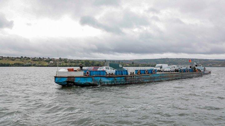 Feribotul de la Molovata ar putea fi înlocuit cu unul nou. Autoritățile caută bani pentru a cumpăra un pod plutitor