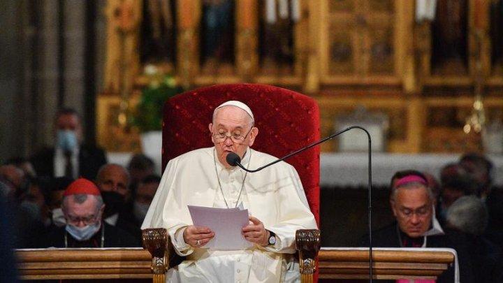 Papa îi ceartă pe cardinalii negaționisti