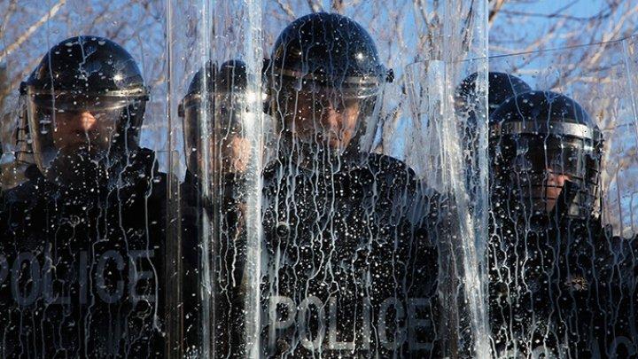 Tensiuni între Kosovo şi Serbia. Cele două părţi au desfășurat trupe în apropiere de frontiera comună