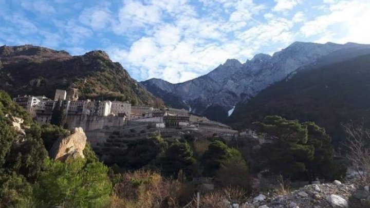 Mai mult de o mie de călugări de pe Muntele Athos, infectați cu SARS-CoV-2. Există și mănăstiri unde toți călugării au fost vaccinați