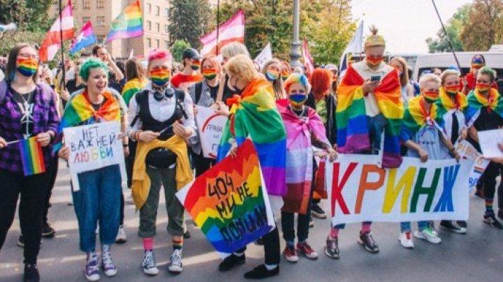 Marşul comunităţii LGBT la Kiev. La eveniment au participat circa şapte mii de oameni