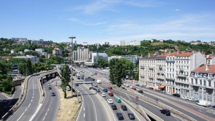 Oraşul francez Lyon limitează viteza în oraş la 30 km/h, în vederea reducerii accidentelor rutiere şi a zgomotului