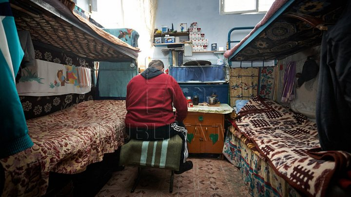 Doar 14 la sută dintre deţinuţii din Moldova sunt încadraţi în câmpul muncii. Cât ajung să câştige lunar