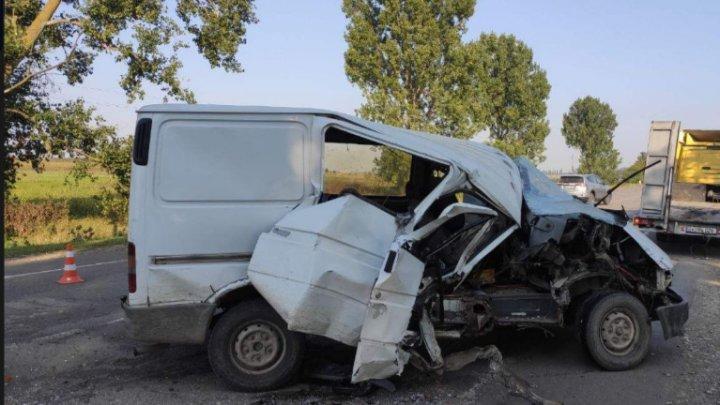 Accident grav la Briceni. Două persoane au ajuns la spital (FOTO)