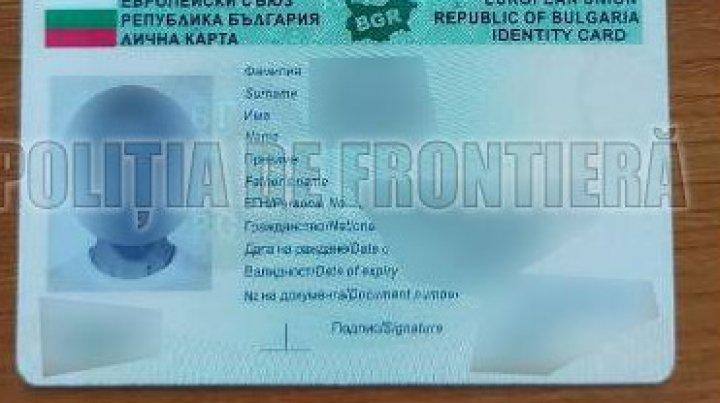 Patru moldoveni cercetați penal pentru deținerea și folosirea actelor false