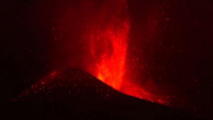 Vulcanul de pe insula spaniolă La Palma a început să expulzeze din nou