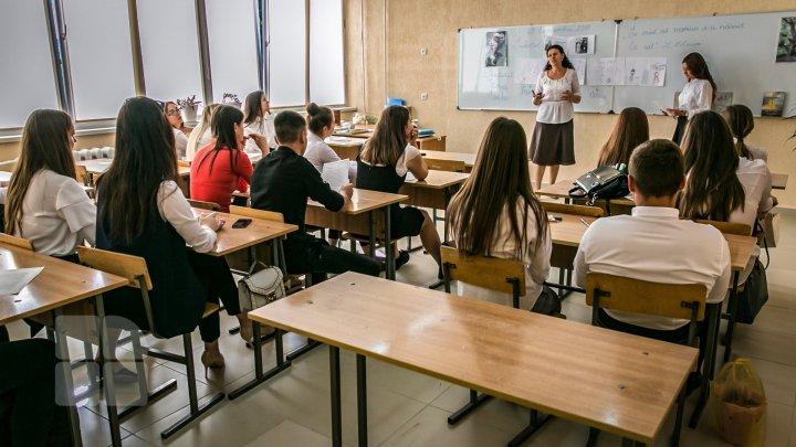 Elevii vor merge la ore, în clase, indiferent de nivelul pragului de alertă de COVID