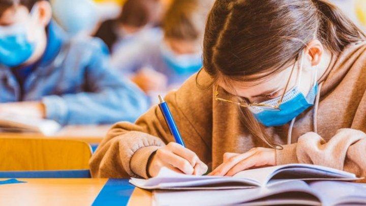 CNESP: Elevii vor învăţa în școli cu prezența fizică, indiferent de nivelul de alertă în care se va afla localitatea unde aceștia își fac studiile