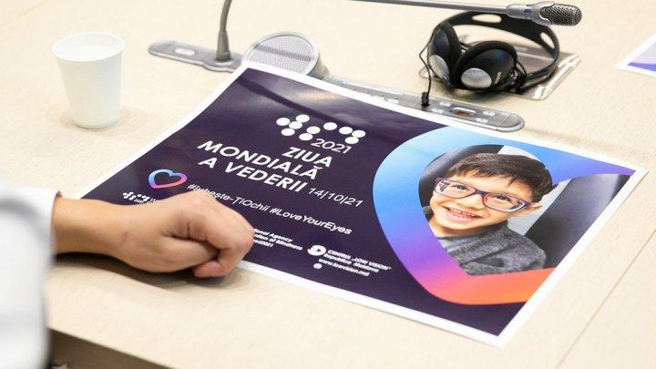 Ziua Mondială a Vederii, marcată la Parlament. Statul promite să vină cu suport pentru persoanele cu vedere slabă