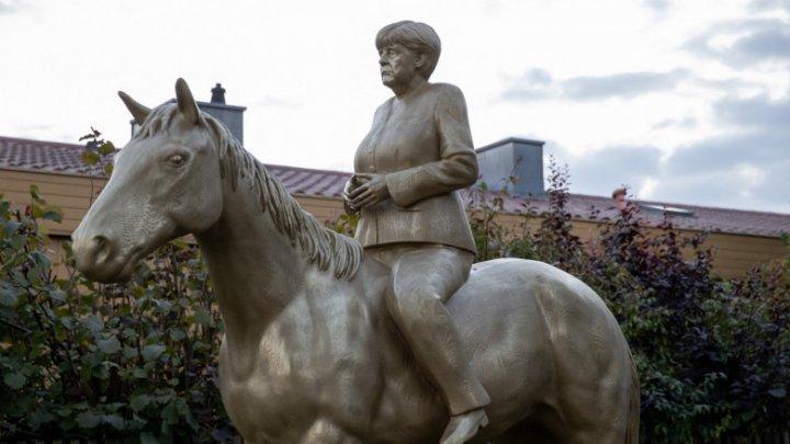 Statuie controversată, dedicată Angelei Merkel. Unii spun că este demnă de un dictator