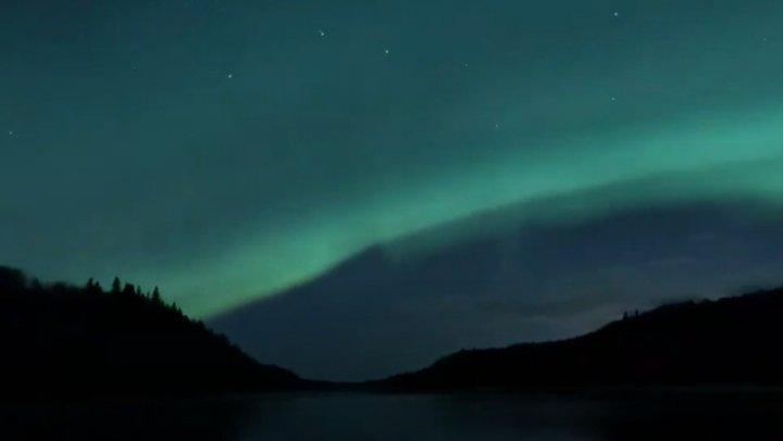 Imagin SPECTACULOASE cu aurora boreală în Canada