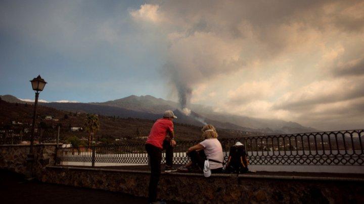 Vulcanul de pe insula La Palma atrage turiști fascinați de dezastre naturale