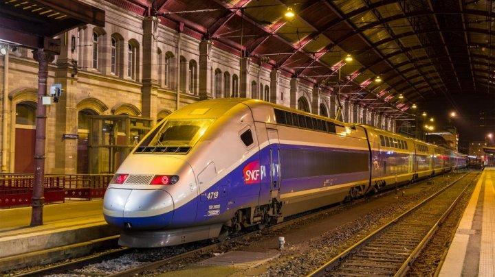 Trei migranți aflați pe șine au murit după ce au fost loviți de un tren în Franța