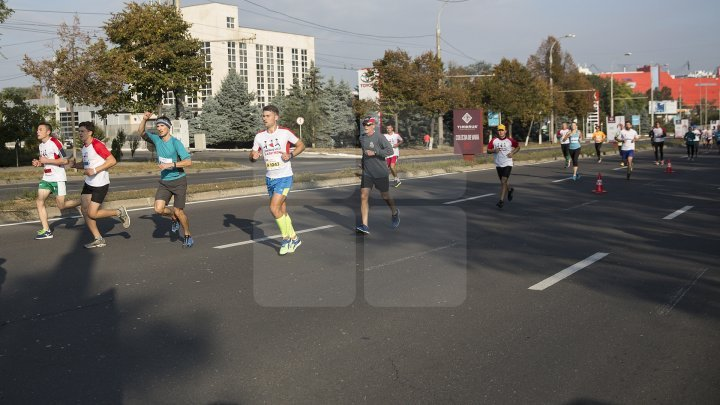 Două mii de persoane din 26 de ţări, participă la Maratonul Internaţional Chişinău