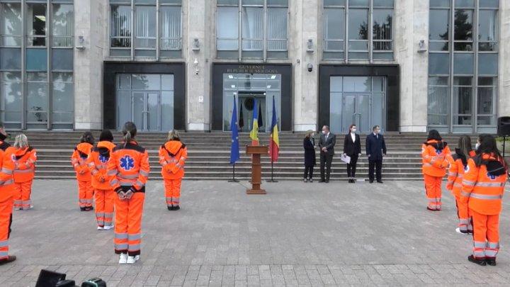 SOLIDARITATE. 22 de medici şi 10 paramedici din Moldova au plecat să ajute personalul medical din România
