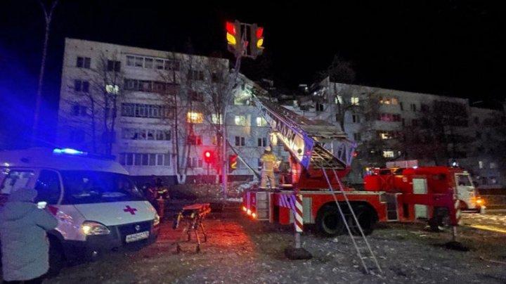 Explozie într-un bloc locativ din oraşul Naberejnîe Celnî. Patru persoane au fost rănite, două au fost prinse sub dărâmături (VIDEO)