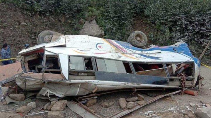 Grav accident în Nepal. Cel puțin 25 de persoane au murit după ce un autobuz care a rămas fără frâne a căzut într-o prăpastie