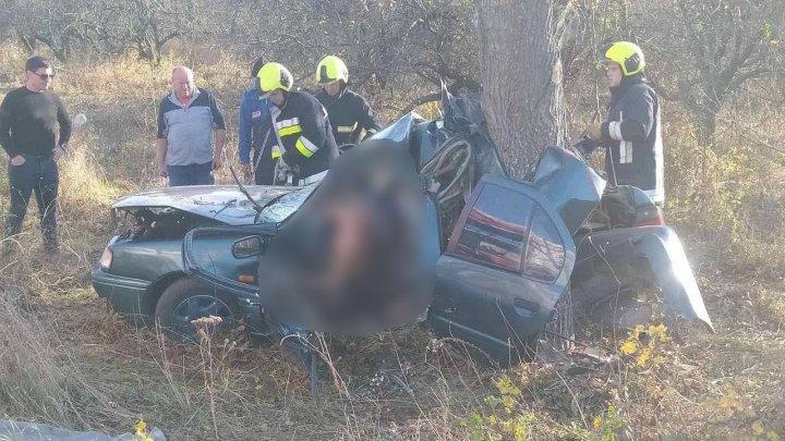 Accident TERIBIL în raionul Hâncești. Un minor, aflat pe bancheta din spate, a decedat (FOTO)