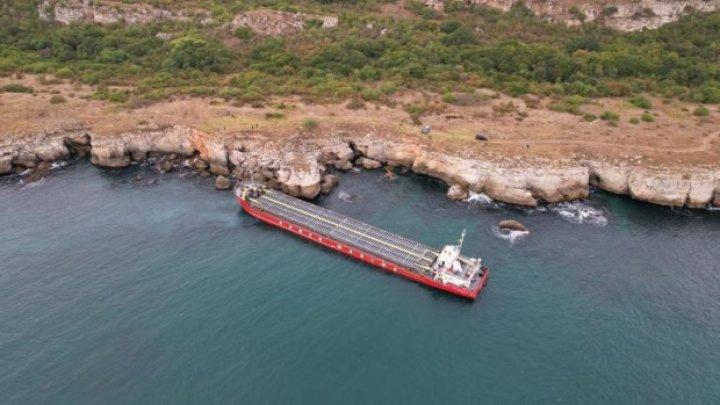 Un cargou încărcat cu uree şi care a eşuat pe ţărmul bulgar al Mării Negre s-a scufundat