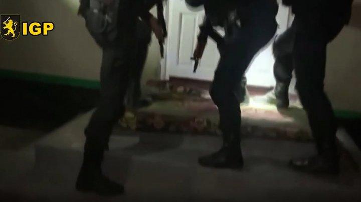 CRIMA ODIOASĂ de la Briceni: Doi suspecţi, reţinuţi. Aceştia intenţionau să fugă din Moldova (VIDEO)