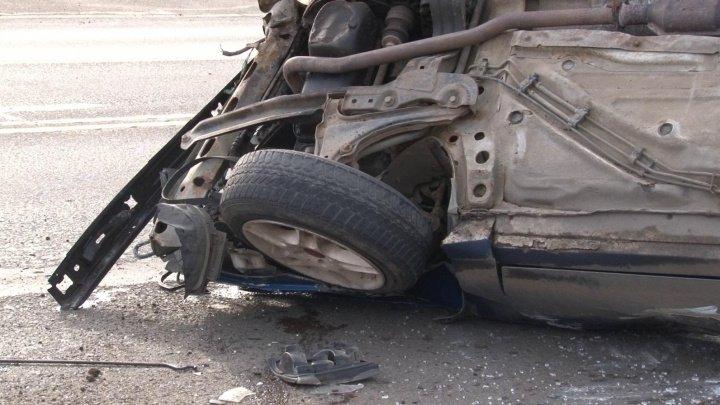Un şofer beat criţă s-a răsturnat cu maşina pe şoseaua Chişinău-Străşeni. Ce spun martorii
