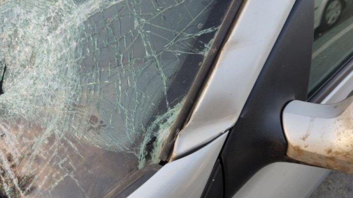Accident tragic în orașul Cimișlia. O femeie a fost lovită mortal de o mașină, în timp ce traversa strada neregulamentar (FOTO)