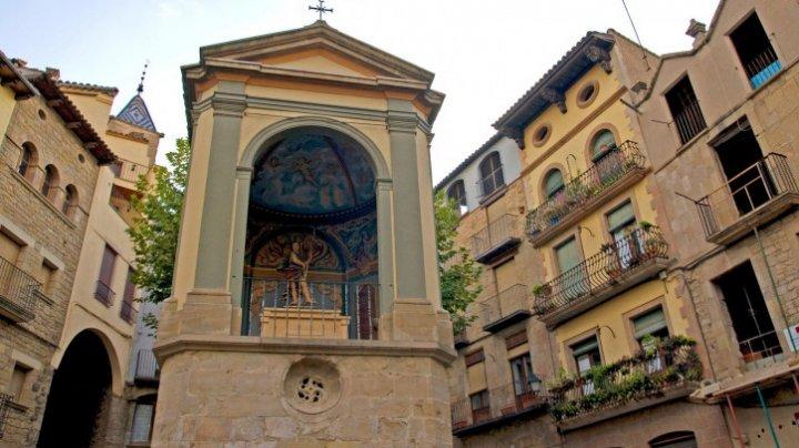 Un fost episcop spaniol se căsătorește cu o scriitoare a unor cărţi despre satanism