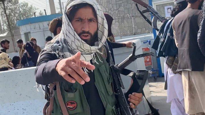 Talibanii atenționează cu privire la un val de refugiaţi dacă sancţiunile vor fi menţinute