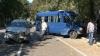 Автомобиль такси столкнулся с микроавтобусом на пересечении улиц Букурешть и Петру Мовилэ