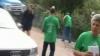 Дорожники, одетые в майки от ЛДПМ. НЛП и ЛП утверждают, что это предвыборная кампания на общественные деньги