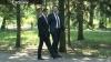 (ЭКСКЛЮЗИВ) Друзья Филат и Тэнасе на прогулке по аллее классиков