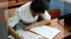 Двое преподавателей решали тесты для экзамена на степень бакалавра по географии