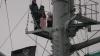 """В Санкт-Петербурге трое молодых людей водрузили на """"Аврору"""" пиратский флаг"""