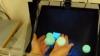 """Интерактивная голограмма позволяет """"дотронуться"""" до виртуальных предметов"""