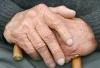 Больше всего денег пенсионеры тратят на продукты питания и коммунальные услуги