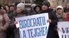 Около сотни продавцов протестуют перед Дворцом республики: «Хотим работать дома» (ВИДЕО)