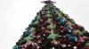 Ударим елками по депрессии: в Москве установили более двух тысяч искусственных елей