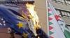 В Венгрии митингующие публично сожгли флаг Евросоюза