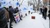 Протест у посольства Румынии: Мариусу Лазуркэ принесли чемодан и билет на поезд (ФОТО)
