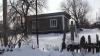 После обильных снегопадов на севере страны рушатся крыши домов