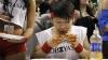 Японец Такеру Кобаяси стал чемпионом по скоростному поеданию куриных крылышек