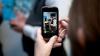 Большинство нашедших чужие смартфоны заглядывают в личные данные их владельцев