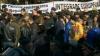 Митинг у Дворца Республики продолжается. По слухам, появились провокаторы