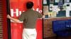 Coca-Cola установила в Сингапуре «любвеобильный» автомат