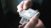 Задержана за коррупцию: Сотрудница тюрьмы предложила за 2000 леев передать мобильный телефон заключенной